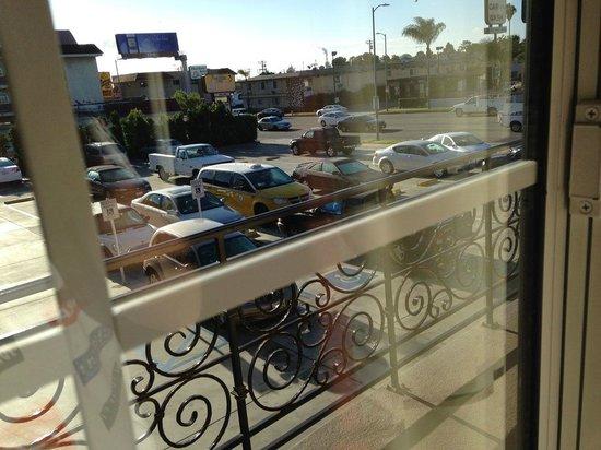Rodeway Inn & Suites Pacific Coast Highway: Vista do estacionamento