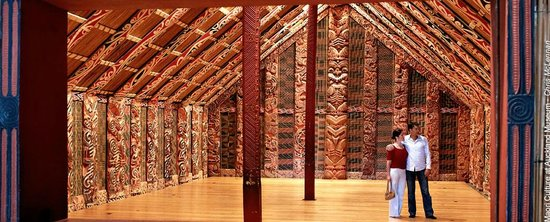 Gala Local Tours: Auckland Museum - Maori cultural performance and tour by museum guide