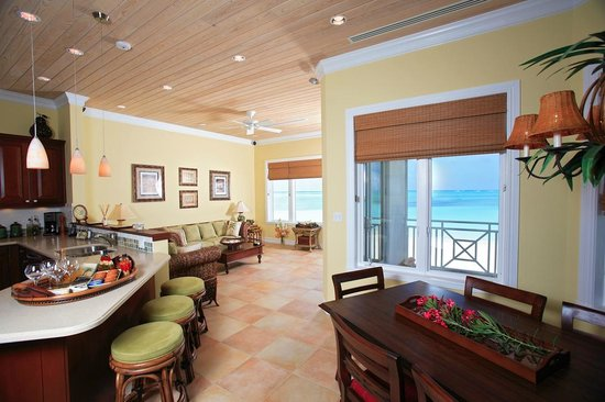 Cape Santa Maria Beach Resort & Villas: Luxury Villa Main living area interior