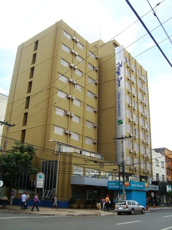 Hotel San Conrado : Foto da fachada apartir da rua 3