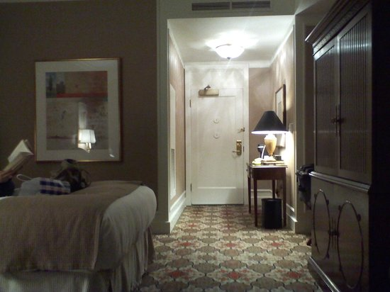 InterContinental Mark Hopkins San Francisco: Bed, entrance, TV armoire