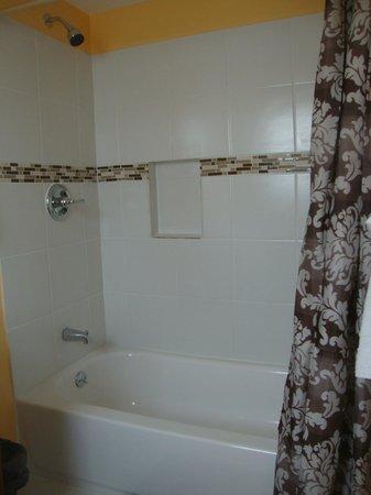 Relax Inn: Bathroom