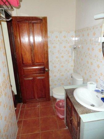 Thida Guesthouse: Bathroom
