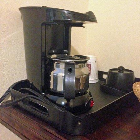 Comfort Suites Milledgeville: coffee pot