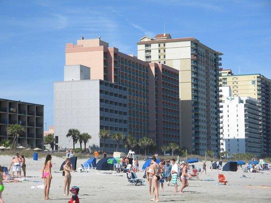 Indigo Inn: Hotel facing the beach