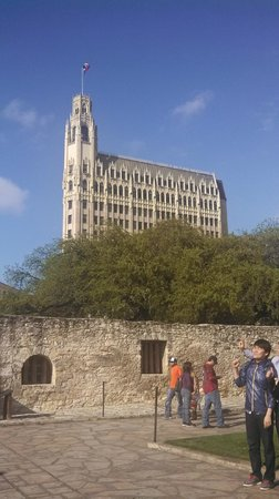 The Emily Morgan Hotel : View of Emily Morgan Hotel from the Alamo