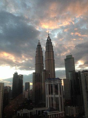 Renaissance Kuala Lumpur Hotel: Вид из окна отеля