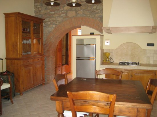 Gualdo del Re: Kitchen looking towards bedroom