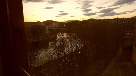 Silken Amara Plaza Hotel : vista do quarto no amanhecer