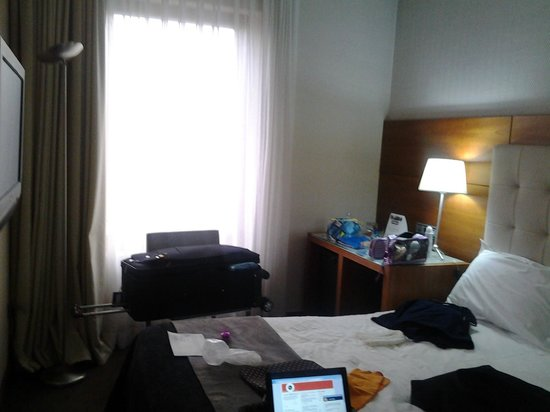 Silken Amara Plaza Hotel : quarto