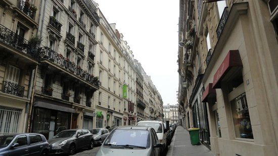Relais du Pre Hotel: Street - Hotel is broken up into 3 buildings.