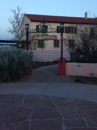 La Posada Hotel: Entry gate