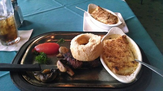 Sea Ranch Restaurant-Bar: Fillet mignon with double scallops.