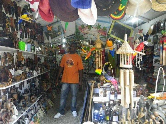 Casa Marina Beach & Reef: beach side shop