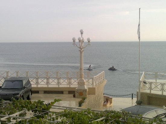 Yacht Club Hotel: Очень приятно смортеть как люди отдыхают!!