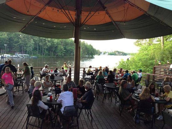 Ravina Bay Bar & Grill: A day on the deck.