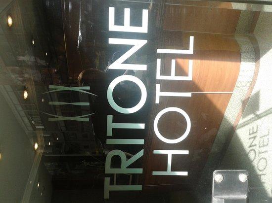 Tritone Hotel: Fachada