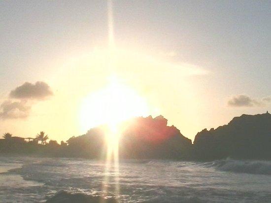 Praia do Cachorro : pôr-do-sol em Noronha - surreal!!