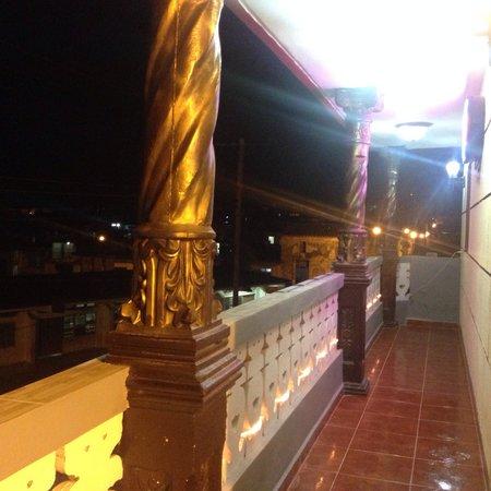 La Villa Sonada: Balcone di notte