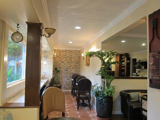 Vendange Carmel Inn & Suites: Lovely