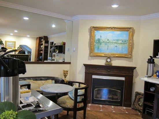 Vendange Carmel Inn & Suites: Beautifully decorated