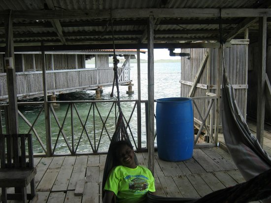 Xplora Panama Day Tours: Mi hija relaxing in San Blas.