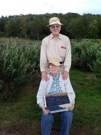 Libby & Son U-Picks : My 88 year old parents enjoying some pick time