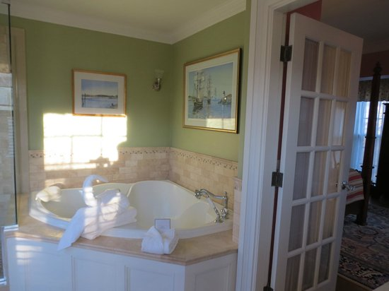 Cliffside Inn: Bathroom