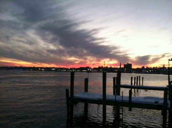 Thames Inn and Marina : sunsets every evening