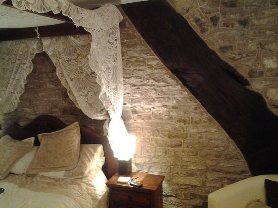 Causeway House : four poster room