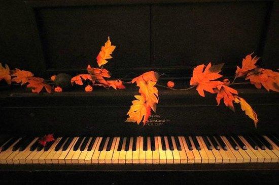 Highland Village: Piano