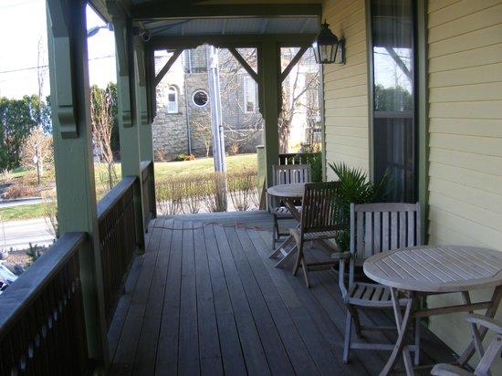 Cliffside Inn : Porch on front of inn