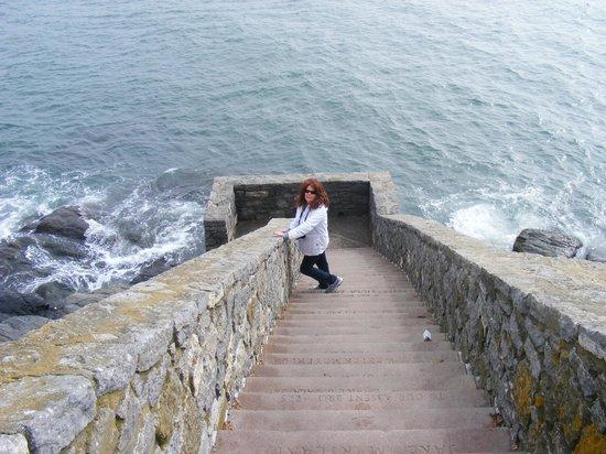Cliffside Inn : Forty Steps off the Cliff Walk