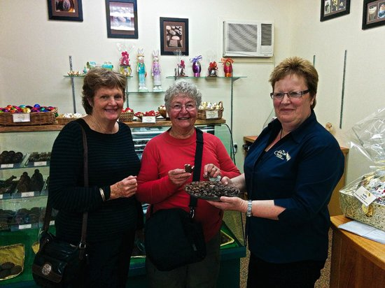 Absolute de Tours: Sue offering a tasting at the Silky Oak Chocolate Factory.