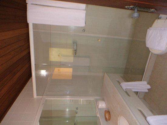 Hotel La Foret: baño