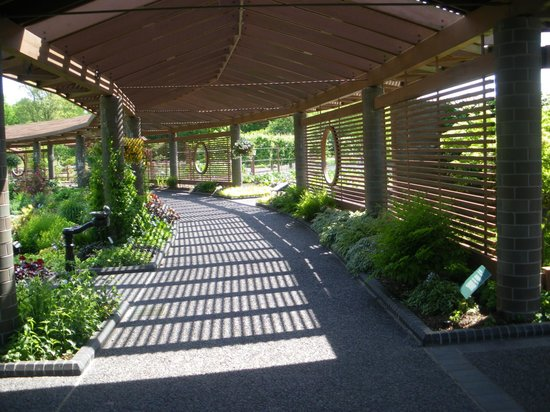 Superieur Missouri Botanical Garden: Covered Walkway