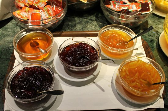 Acropolis Hill Hotel: breakfast jams and jellies
