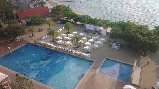 Dusit Thani Pattaya : Pool/Beach? you choose