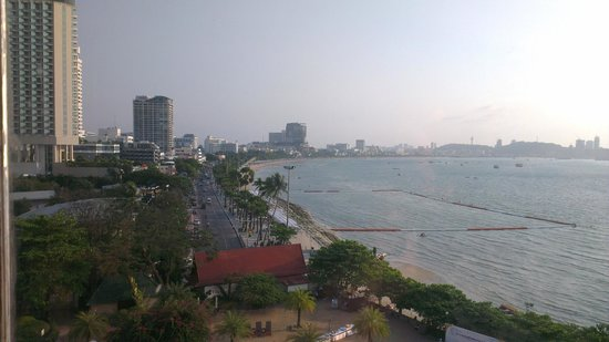 Dusit Thani Pattaya : Pattaya Beach