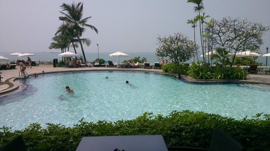 Dusit Thani Pattaya : 1 on 3 pools
