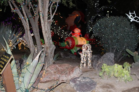 Ethel M Chocolates Factory and Cactus Garden: Christmas Lights at Ethel M