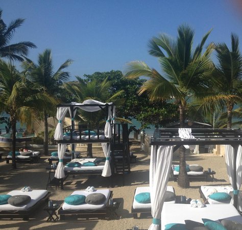 The Tropical at Lifestyle Holidays Vacation Resort: Beach side beds