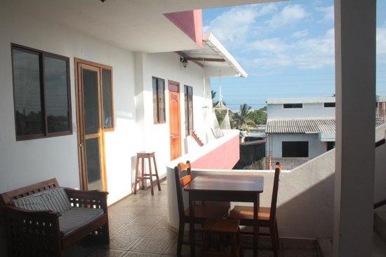Galapagos Best Hostel: Desde la puerta de la habitacion