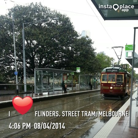 City Circle Tram on a Flinders Street stop.