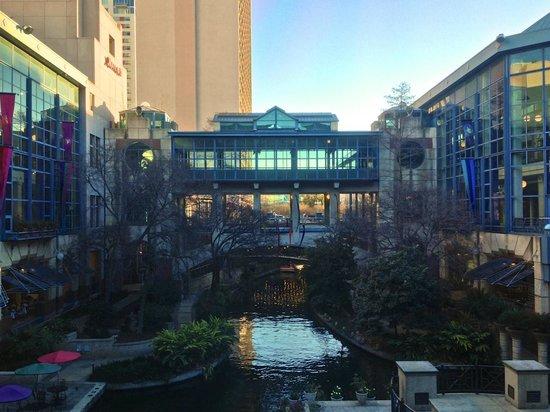 River Walk: Rivercenter