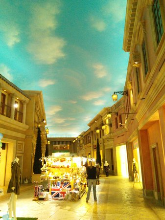 Odaiba : Inside the Venus Fort shopping mall