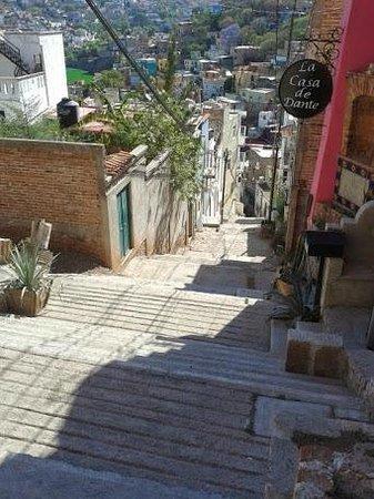 Casa de Dante Hostel: Las escaleras.