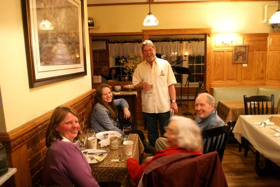 Bernerhof Inn Bed and Breakfast: Our Inn musician Red enjoys some intermission with guests!