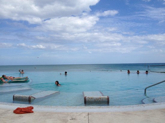 Now Jade Riviera Cancun : Infinity Pool