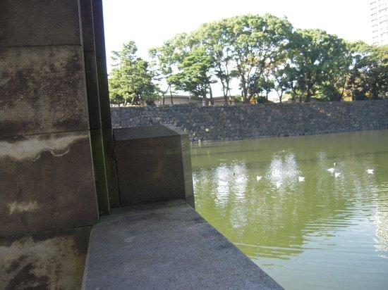 Marunouchi: 皇居の濠